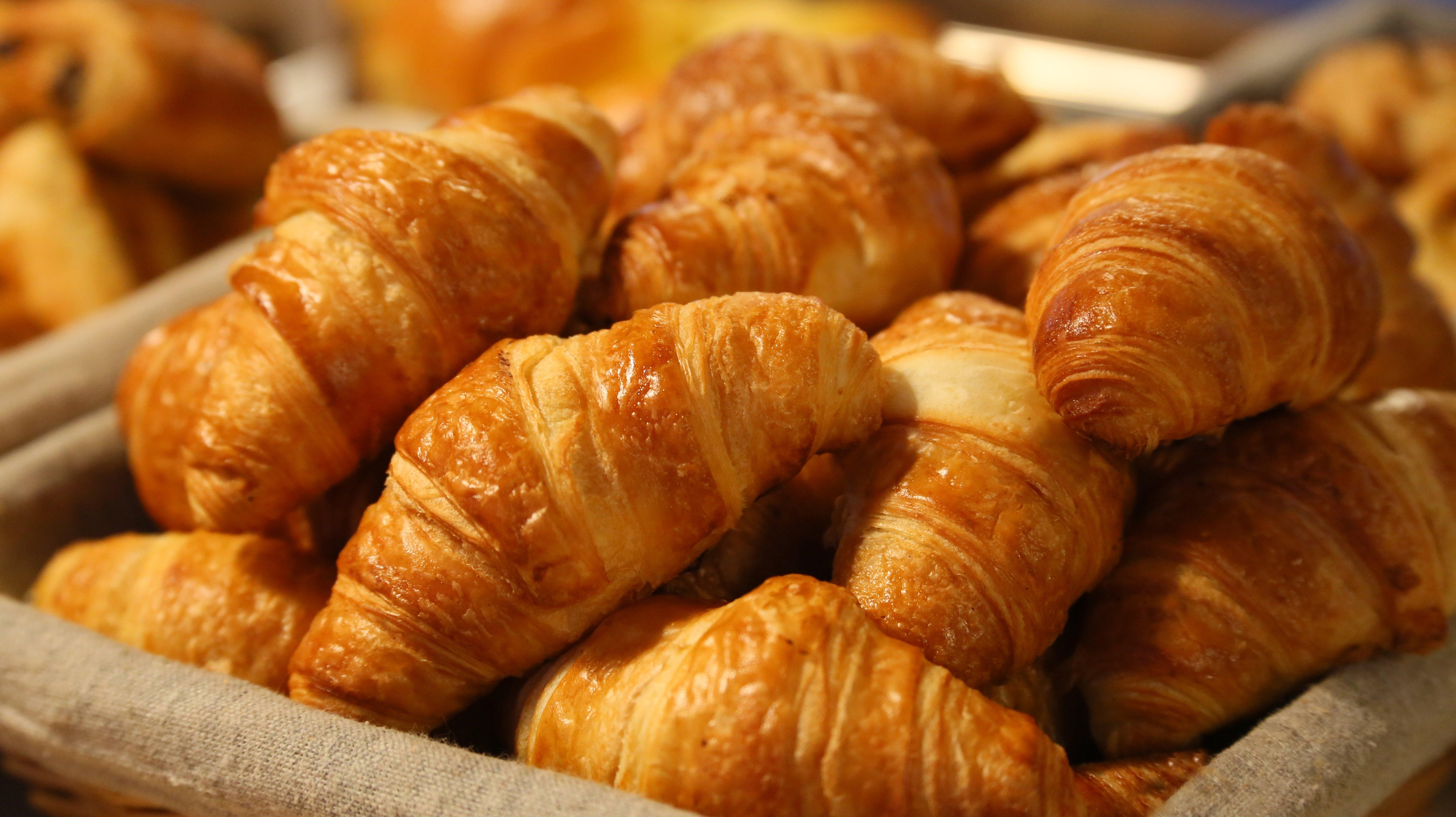 Croissants dans un panier - Image par Pexels de Pixabay